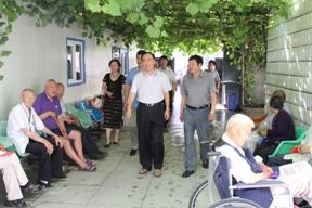 刘润璞会长带领调研组在长春市调研失能老人生活状况